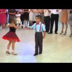 رقص اطفال اجنبي جماعي ع اغنيه اجنبيه